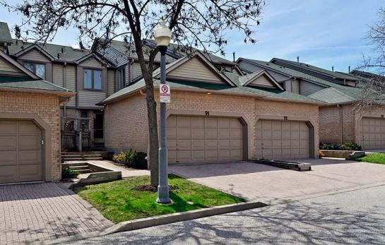 NEW LISTING IN CENTRAL ERIN MILLS! 2+1 Bedroom Executive Condo Townhouse Featuring Finished Basement with Walk-Out To Ravine.