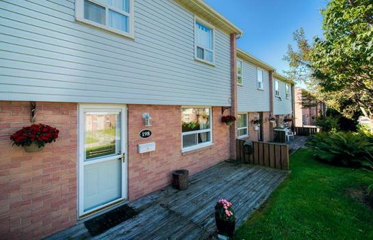 NEW LISTING IN PORT CREDIT!